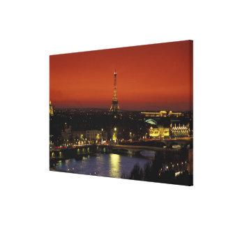 エッフェル塔のフランス、パリの日没の眺め キャンバスプリント