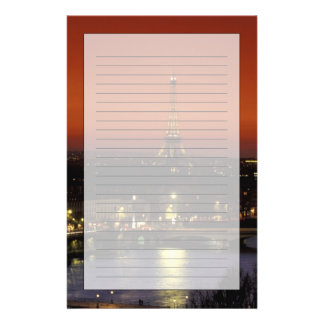 エッフェル塔のフランス、パリの日没の眺め 便箋
