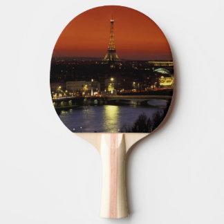 エッフェル塔のフランス、パリの日没の眺め 卓球ラケット