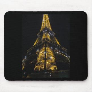 エッフェル塔のNightimeの黄色灯-パリ、フランス マウスパッド