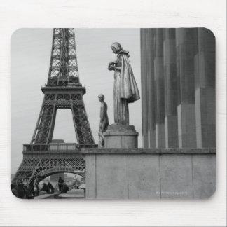 エッフェル塔は19世紀な鉄の格子です マウスパッド