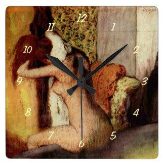 エドガー・ドガ著彼女の首を乾燥している女性 スクエア壁時計