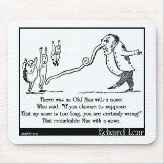 """エドワード・リアの""""鼻""""のリムリックを持つ老人 マウスパッド"""