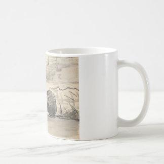 エドワールManet -ビーチにあっている女性 コーヒーマグカップ