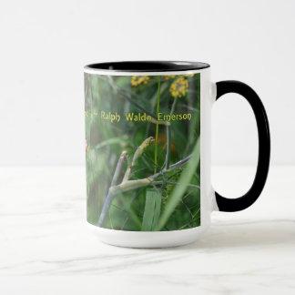 エマーソンの引用文の蝶マグ マグカップ