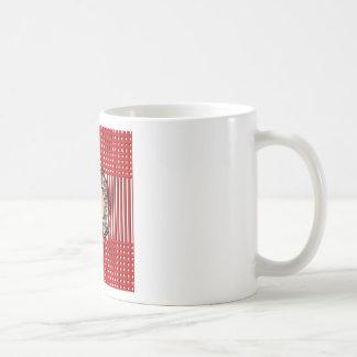 エミリーは16_sweet_diamond_monogram_red_designです コーヒーマグカップ