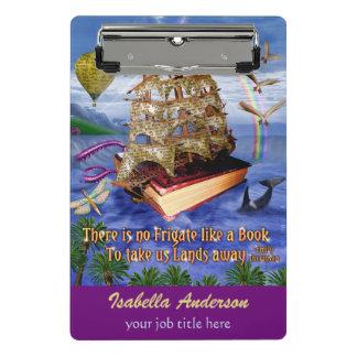 エミリー・ディキンソンの詩のフリゲート艦の本の船の名前をカスタムする ミニクリップボード