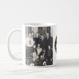 エミリーD.及びデイヴィッドJ.及び家族 コーヒーマグカップ