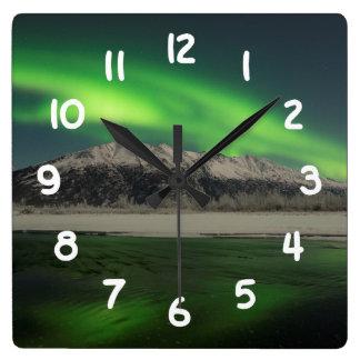 エメラルドのオーロラ スクエア壁時計