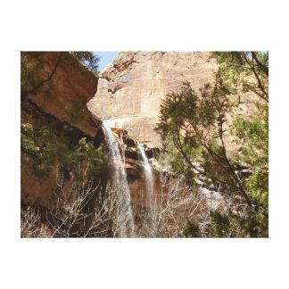 エメラルドのプールはIザイオン国立公園からの落ちます キャンバスプリント