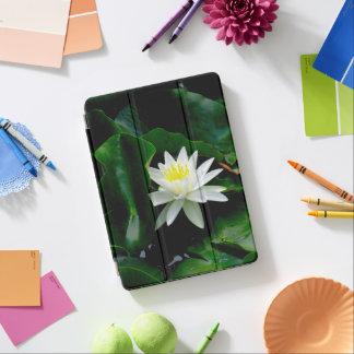エメラルドの葉の白濁水ユリ iPad PROカバー