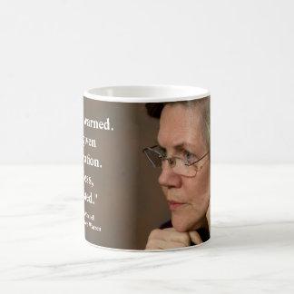 エリザベスワーレン-それにもかかわらず、彼女は主張しました コーヒーマグカップ