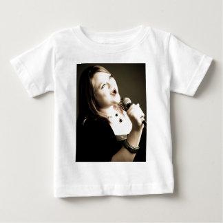エリンKrebsの服装 ベビーTシャツ