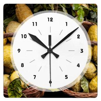 エレガントでイタリアンなレモンバスケットのアマルフィの海岸レモン スクエア壁時計
