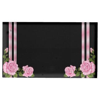 エレガントでシックなコーナーのばら色の花束の結婚式 テーブルカードホルダー