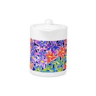 エレガントでスタイリッシュな花の水彩画の茶ポット