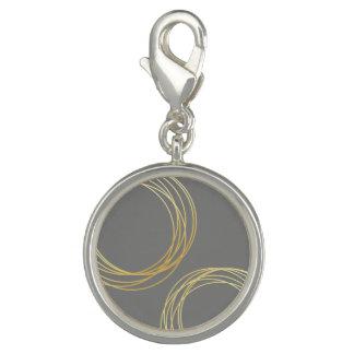 エレガントでモダンで模造のな金ゴールドの幾何学的な円 チャーム