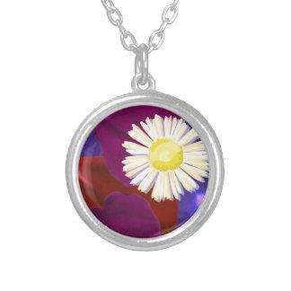エレガントで官能的なバラの花びらの芸術 シルバープレートネックレス