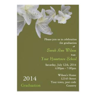 エレガントで白いツツジによっては卒業が開花します カード