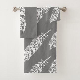 エレガントで白いボヘミアの種族の羽及び灰色 バスタオルセット