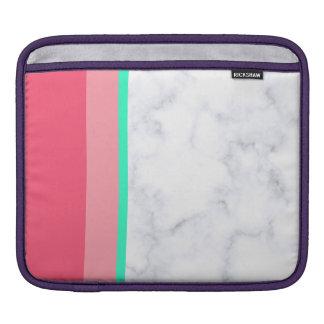 エレガントで白い大理石のパステル調ピンクのメロンのミント iPadスリーブ