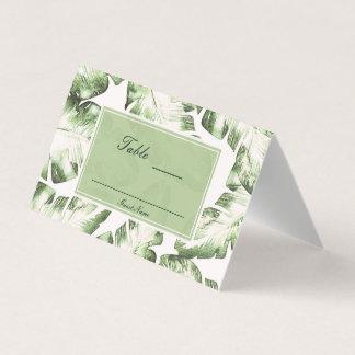 エレガントで白い緑の熱帯葉のテーブルの座席 プレイスカード
