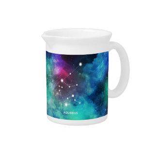 エレガントで赤く青い水彩画の星雲のアクエリアス ピッチャー