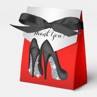 エレガントで赤く黒いハイヒールの靴の好意箱 フェイバーボックス