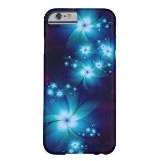 エレガントで青いフラクタルの花 BARELY THERE iPhone 6 ケース