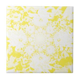 エレガントで黄色い花のダリアの花模様 タイル