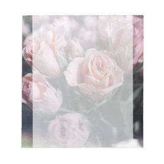 エレガントなばら色の花束 ノートパッド