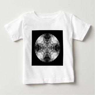 エレガントなゴシック様式パターン。 白黒。 ベビーTシャツ