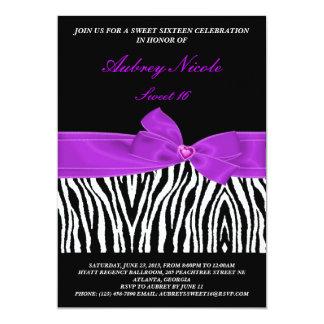 エレガントなシマウマの紫色のリボンの誕生日の招待状 カード