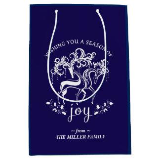 エレガントなトナカイの喜びの青および白い休日のバッグ ミディアムペーパーバッグ