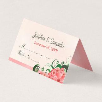 エレガントなハイビスカスの花の淡いピンクの折られたテーブル プレイスカード