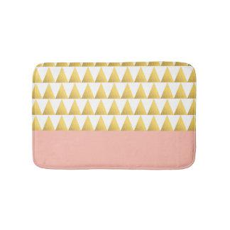 エレガントなパステル調のモモ、模造のな金ゴールドの三角形パターン バスマット