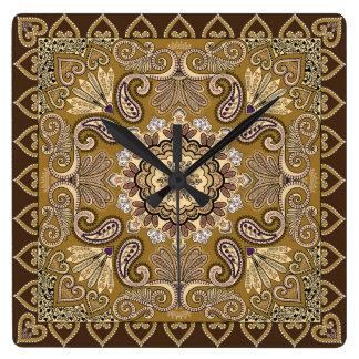エレガントなベージュペイズリーパターン スクエア壁時計