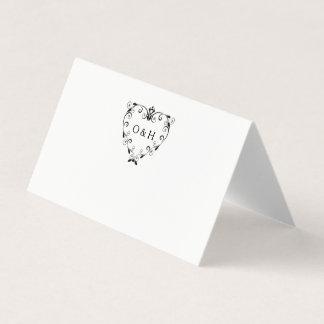 エレガントなモノグラムの結婚式によって折られる座席表 プレイスカード