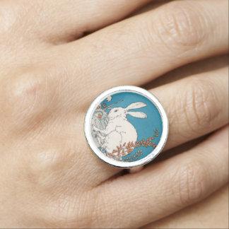 エレガントなヴィンテージの白いウサギの花 リング