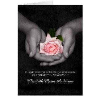 エレガントな悔やみや弔慰は手にピンク上がりました感謝していしています グリーティングカード