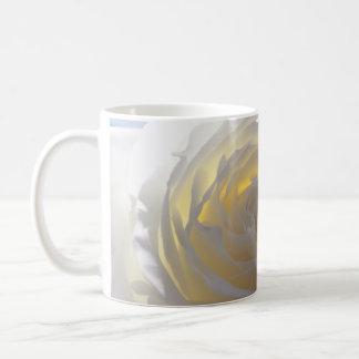 エレガントな白いバラ コーヒーマグカップ