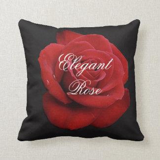 エレガントな赤いバラの装飾用クッション クッション