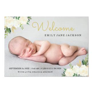 エレガントな金ゴールドのピンクの花の写真の誕生の発表 カード