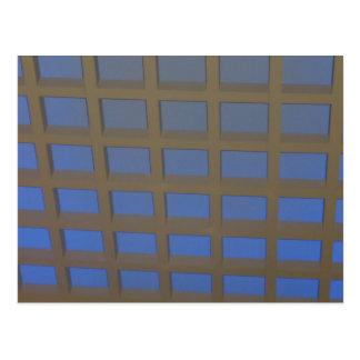 エレガントな青によって傾けられる窓ガラスのグラフィックアートのギフト ポストカード