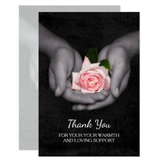 エレガント手のサポートピンクのバラをありがとう カード