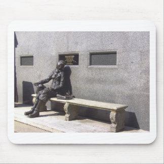 エレノアRigbyの彫像、リヴァプールイギリス マウスパッド