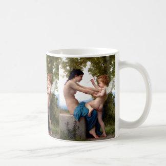 エロスのキューピッドの絵画に対して彼女自身を守っている女の子 コーヒーマグカップ