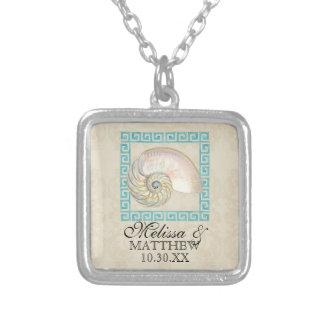 オウムガイの貝の水彩画のギリシャ人の鍵のダマスク織のビーチ シルバープレートネックレス