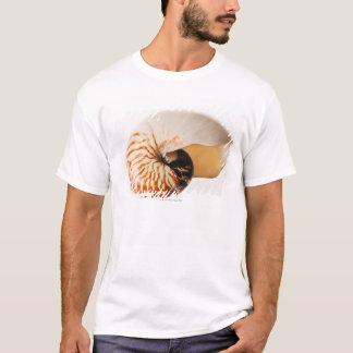 オウムガイの貝殻(オウムガイのstenomphalus) tシャツ
