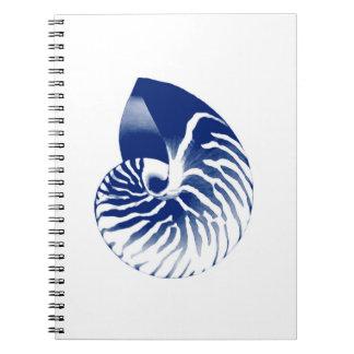 オウムガイの貝-濃紺および白 ノートブック